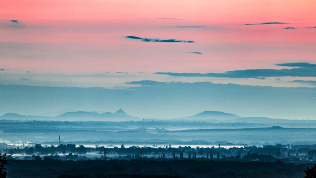 Fotografie krajiny před východem slunce